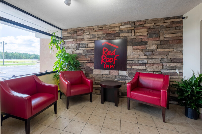 Red Roof Inn Kenly – I-95 Lobby Sitting Area Image