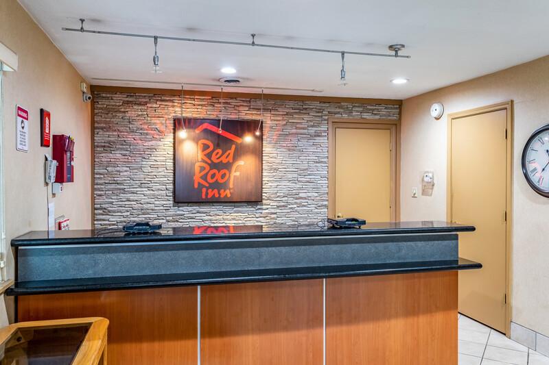 Red Roof Inn Columbus - Taylorsville Front Desk Image
