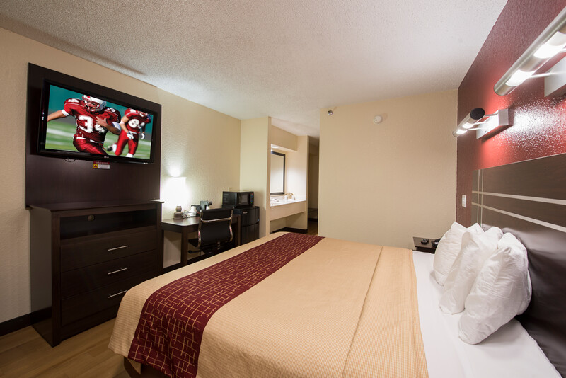 Red Roof Inn Houston - Brookhollow Superior King Room 3