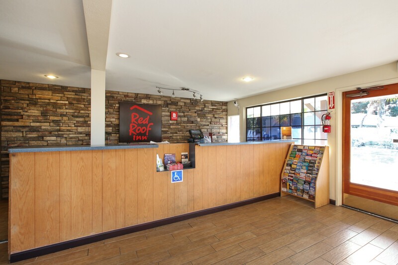 Red Roof Inn Lompoc Front Desk and Lobby Image