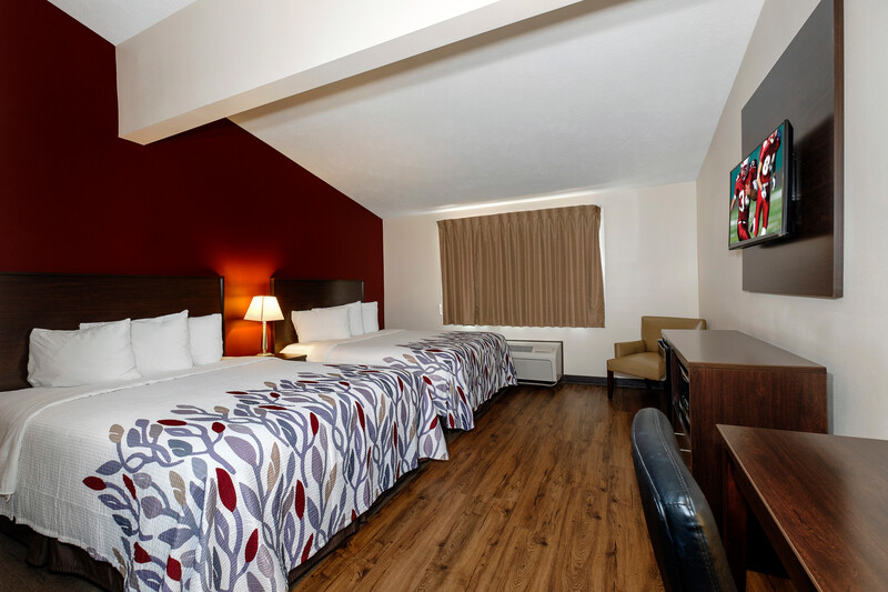 Red Roof Inn Vermillion - U of South Dakota Deluxe Double Bed Image