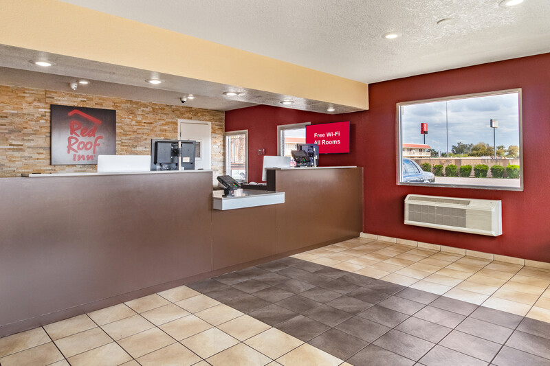 Red Roof Phoenix - Midtown Front Desk and Lobby Image