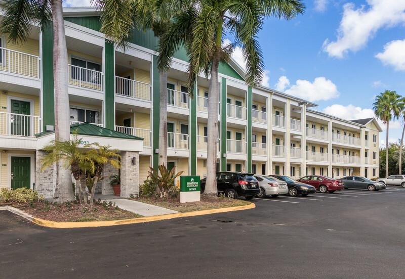 HomeTowne Studios Fort Lauderdale Property Exterior