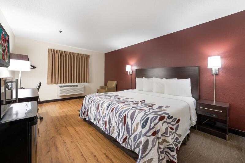 Red Roof Inn Auburn Superior King Room Image Details