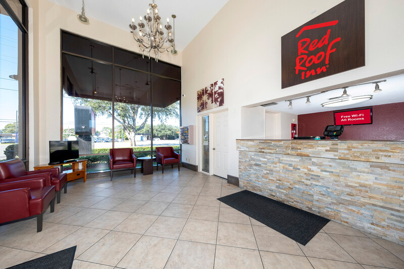 Red Roof Inn Ft Pierce Lobby and Sitting Area Image