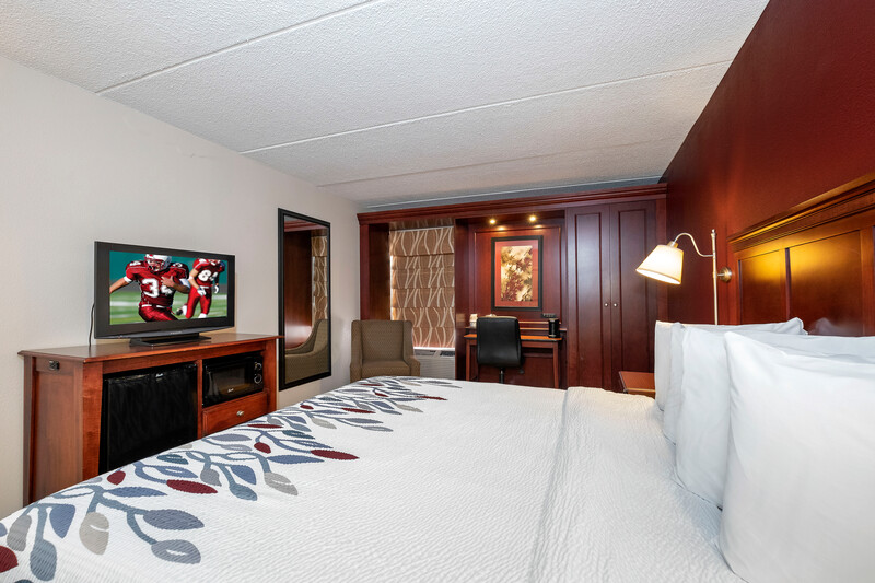 King bedroom at Red Roof Inn Meriden