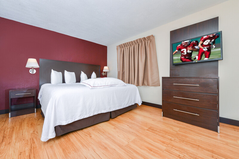Red Roof PLUS+ & Suites Guilford Single King Premium