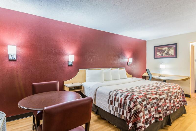 Red Roof Inn Williamsburg Superior King Room Image
