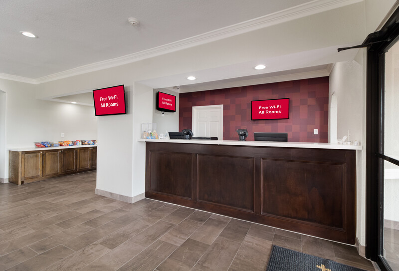 Red Roof Inn Galveston - Beachfront Front Desk and Lobby Image