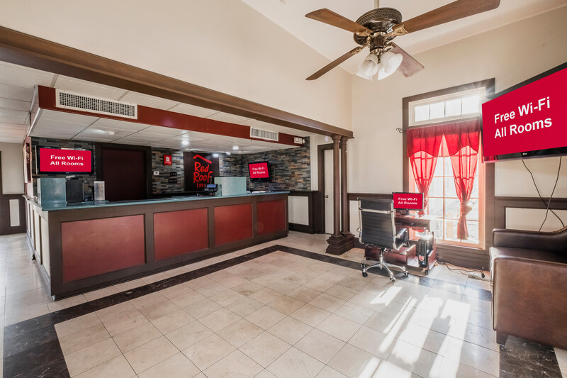 Red Roof Inn Morgan City Front Desk and Lobby Area Image