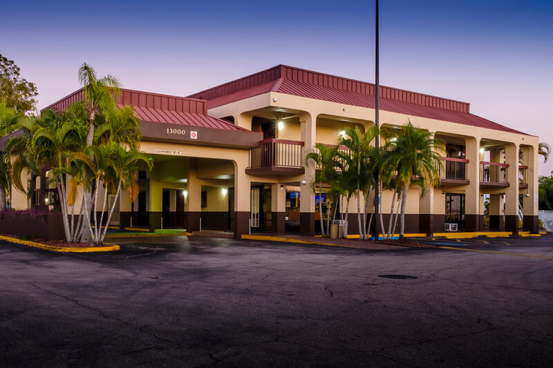 Red Roof Inn Ft Myers Exterior Property Image